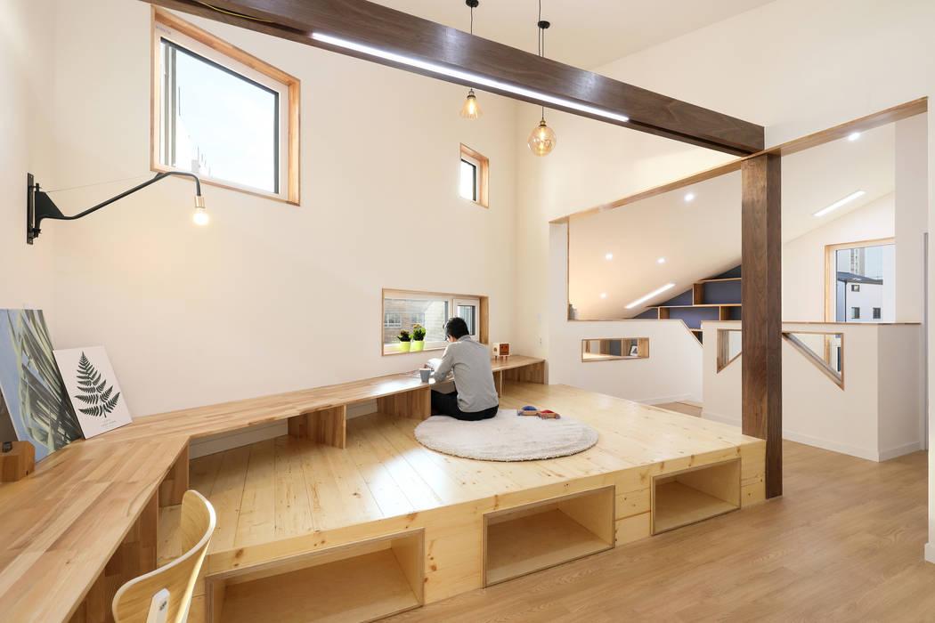 2층 가족실: 주택설계전문 디자인그룹 홈스타일토토의  거실