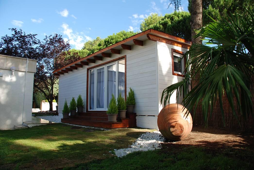 Exterior casa de madera habitable: Casas de madera de estilo  de Casetas de Madera