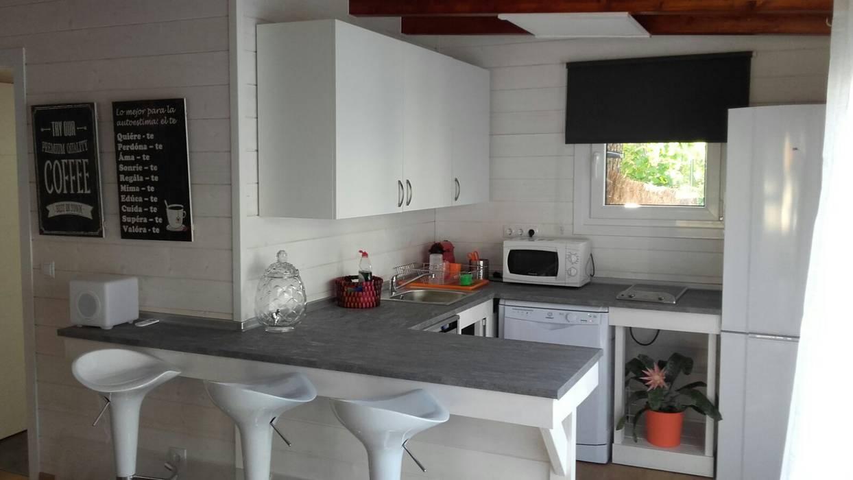 Cocina de la casa de madera habitable cocinas peque as de - Casetas de madera madrid ...