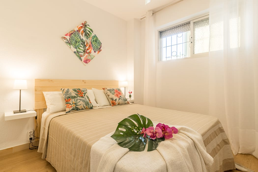 Mediterranean style bedroom by Home & Haus | Home Staging & Fotografía Mediterranean