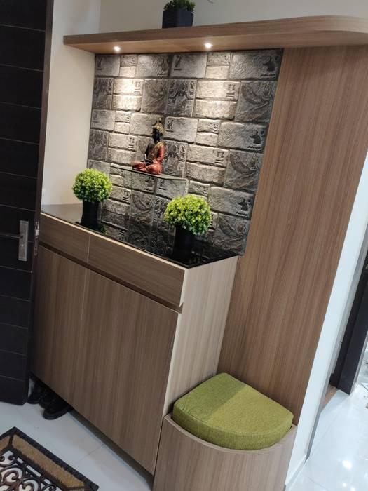 Foyer Area:  Corridor & hallway by Design Kreations,Modern Wood Wood effect