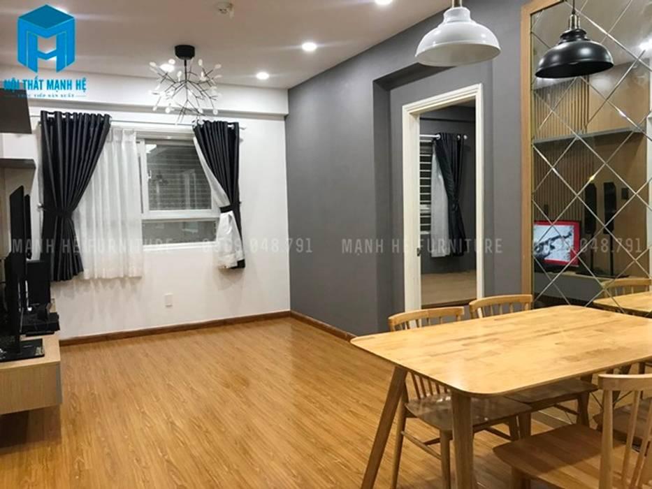 Phòng khách hiện đại và sang chảnh với sàn gỗ cao cấp (hình ảnh thực tế):  Phòng khách by Công ty TNHH Nội Thất Mạnh Hệ
