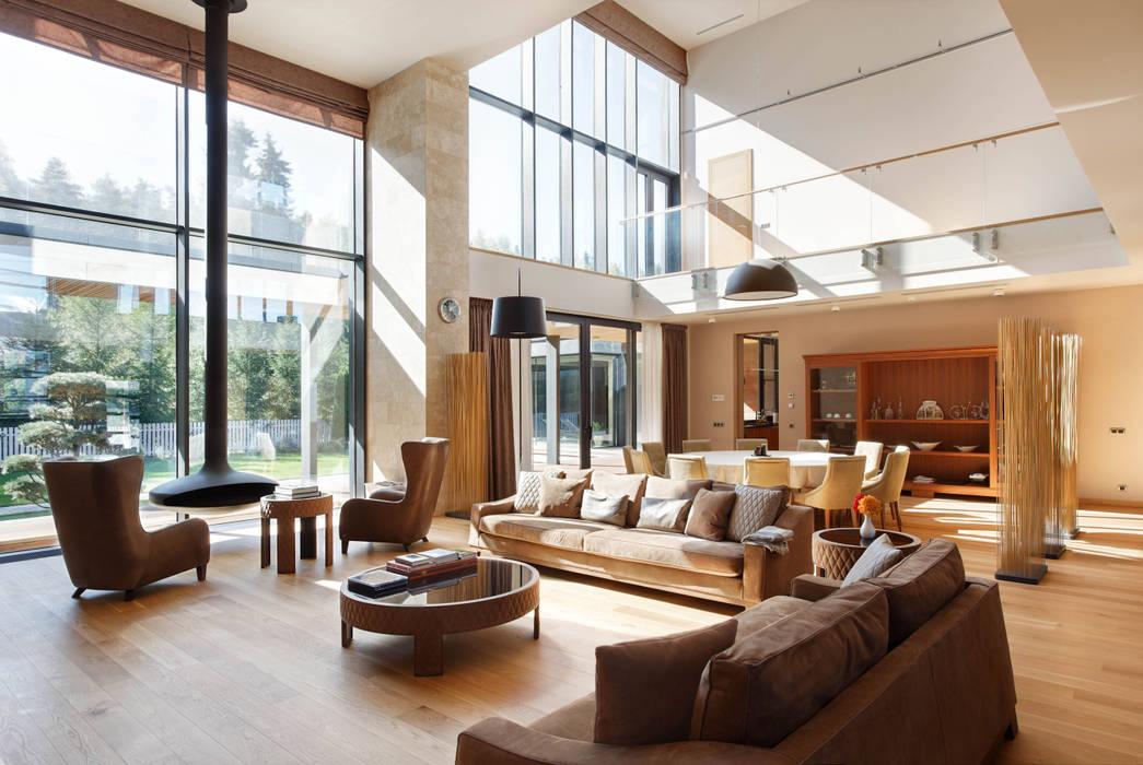 Parallel house - современный загородный дом: Гостиная в . Автор – Роман Леонидов - Архитектурное бюро,