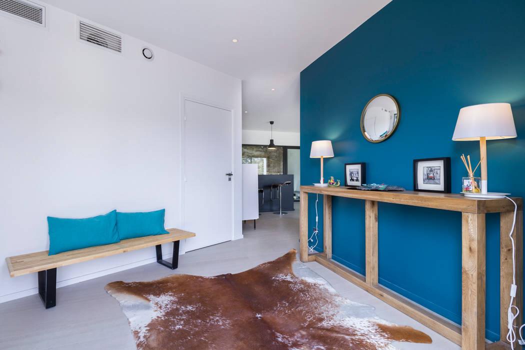 Pasillos, vestíbulos y escaleras modernos de Pixiflat Moderno