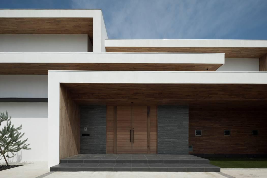 Casas modernas por 株式会社横山浩介建築設計事務所 Moderno
