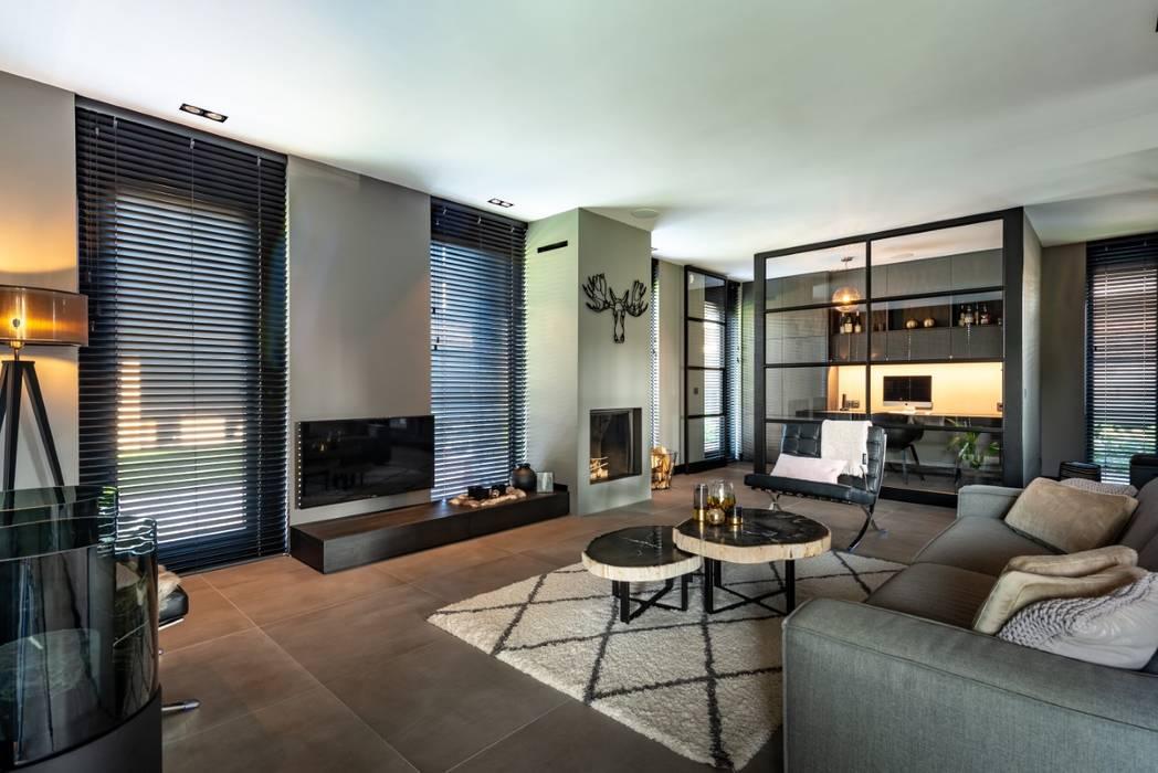 Villa:  Woonkamer door Bongers Architecten
