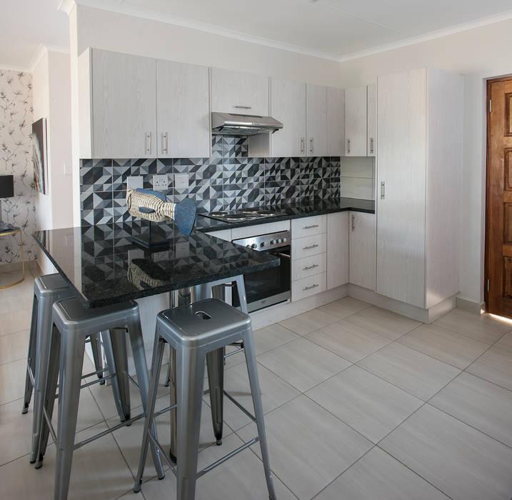 Kitchen:  Kitchen by Spegash Interiors