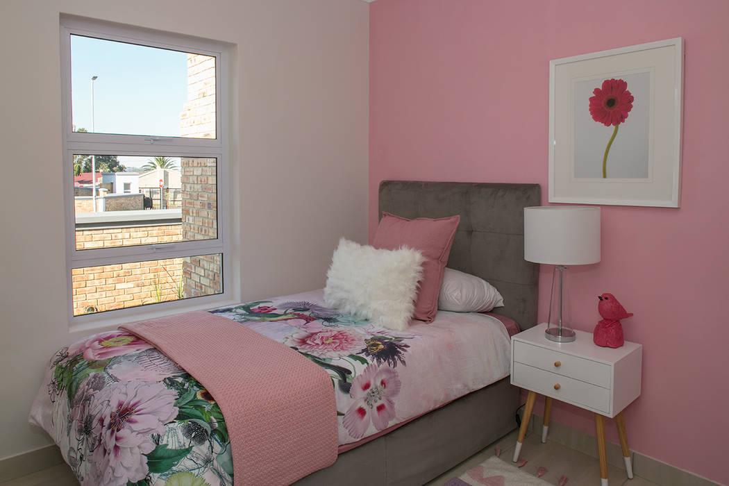 Girls Bedroom:  Bedroom by Spegash Interiors