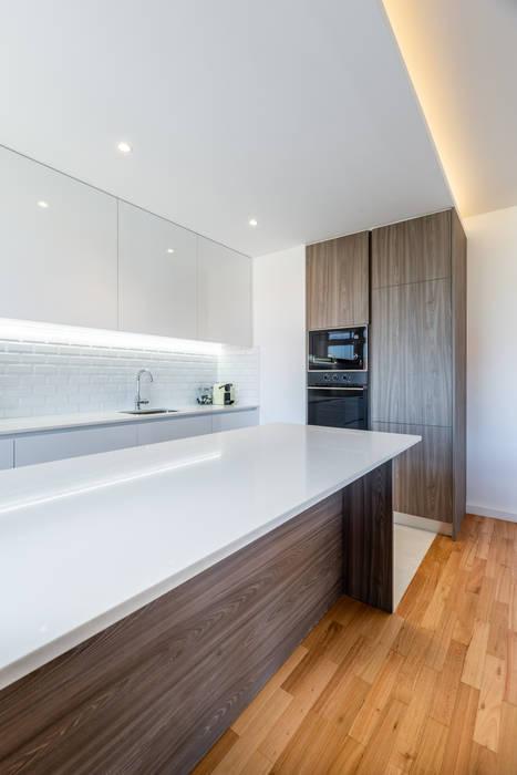 Moderne Küchen von MOBEC Modern