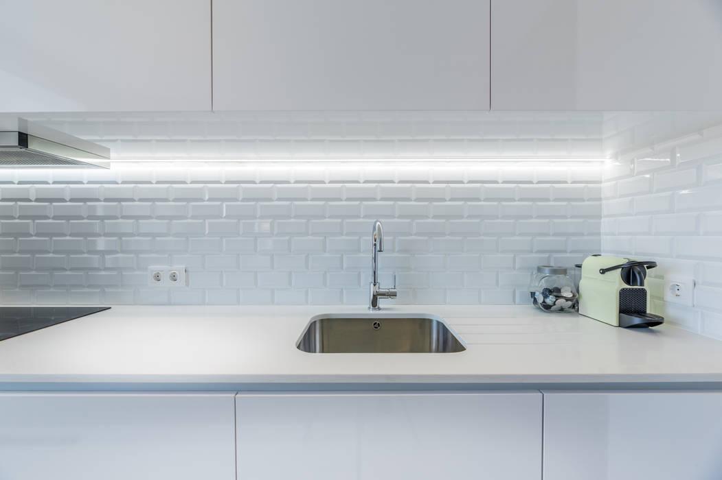Modern Kitchen by MOBEC Modern