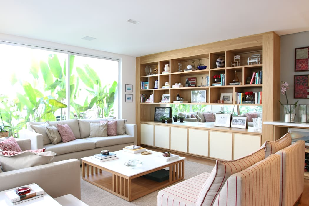 Sala de estar - estante: Salas de estar  por ARK2 ARQUITETURA,