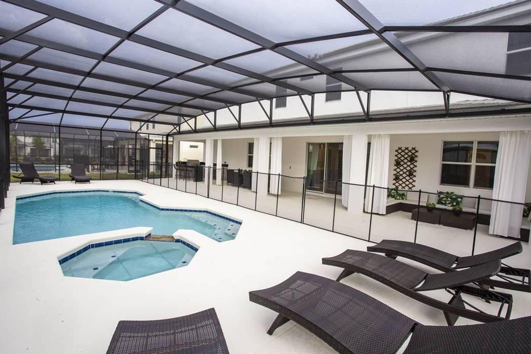 Espaço da piscina: Piscinas de jardim  por Flávia Gueiros