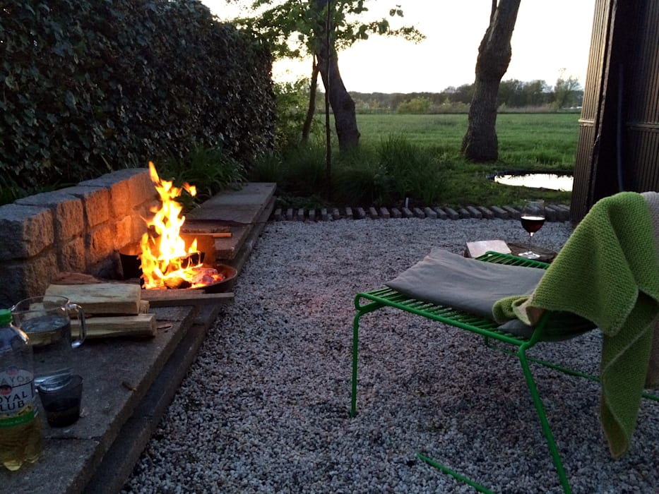 Cabin in the fields Country style garden by Andredw van Egmond | designing garden and landscape Country