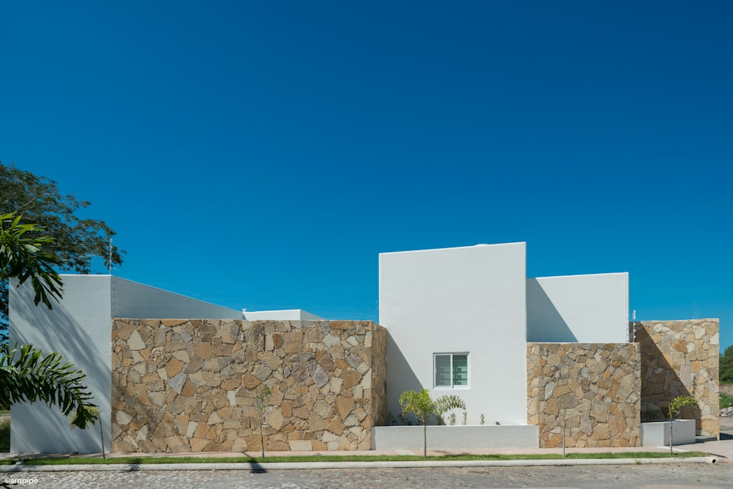 Houses by LUIS GRACIA ARQUITECTURA + DISEÑO, Mediterranean