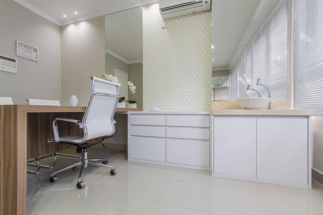 Modern clinics by Samantha Sato Designer de Interiores Modern