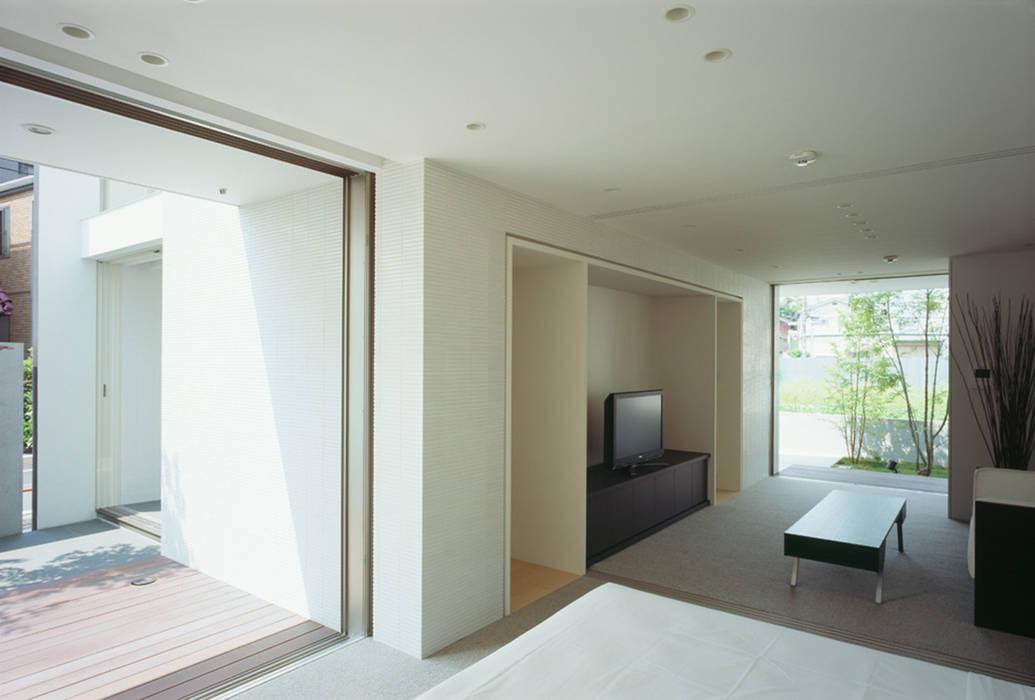 Modern style bedroom by 松岡淳建築設計事務所 Modern