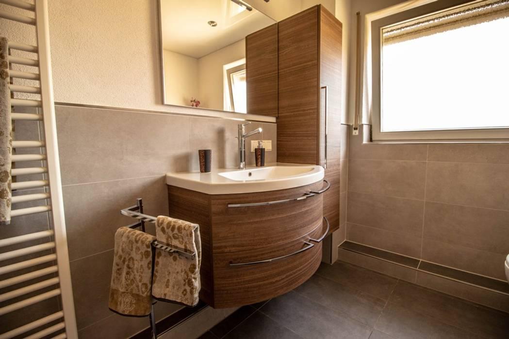 Neuer schwung fürs bad: badezimmer von bad campioni,modern ...