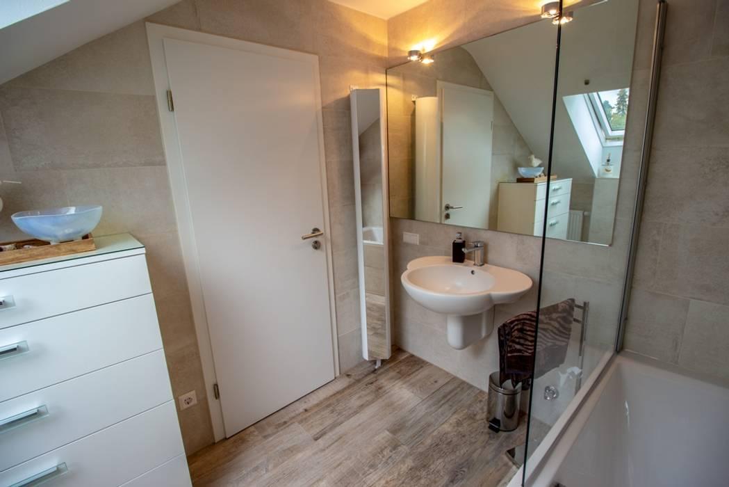 Badezimmer mit dachschräge: badezimmer von bad campioni, | homify