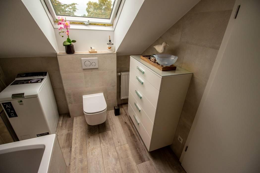 Badezimmer mit dachschräge: badezimmer von bad campioni | homify
