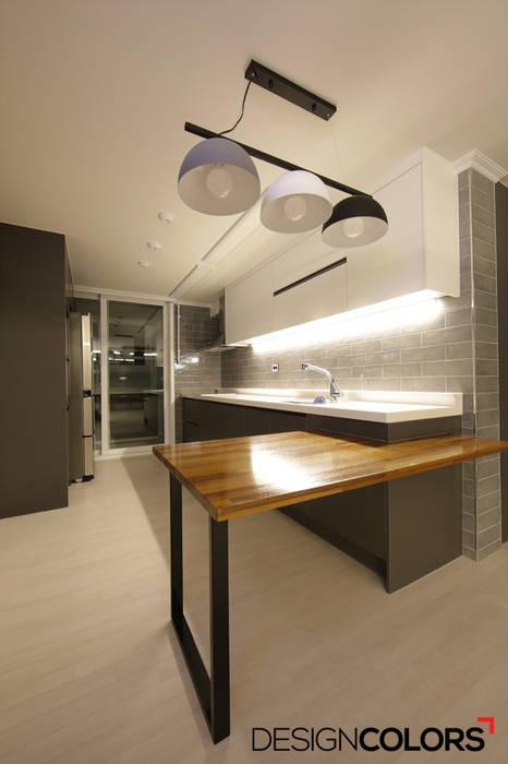 은평구 구산동 구산브라운스톤 아파트인테리어 34평 모던스타일 주방 by DESIGNCOLORS 모던