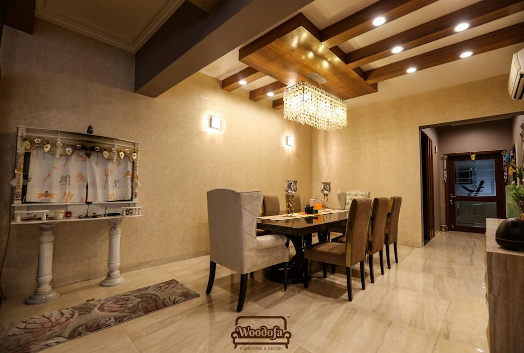 Dining room Lighting:  Dining room by Woodofa Lifestyle Pvt. Ltd.
