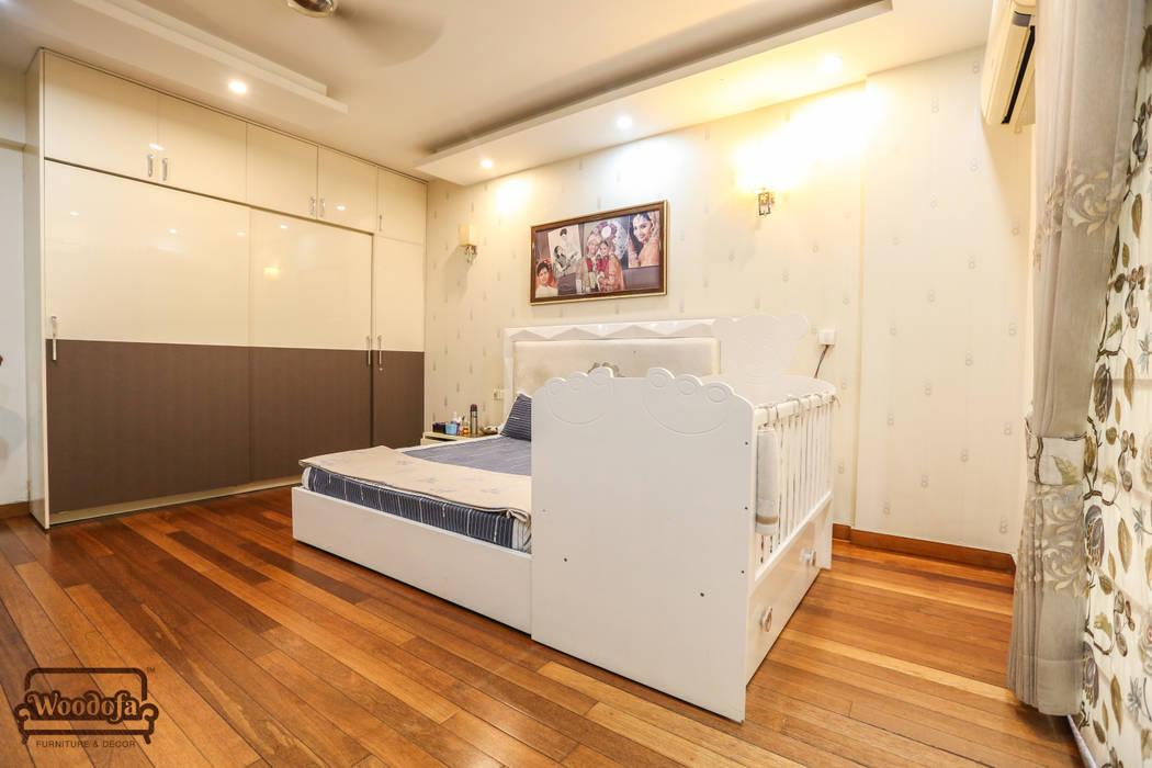 Bedroom Designs:  Bathroom by Woodofa Lifestyle Pvt. Ltd.