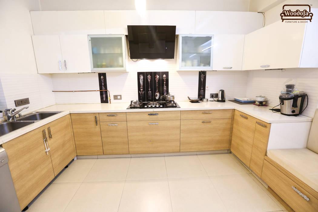 Kitchen designs:  Kitchen by Woodofa Lifestyle Pvt. Ltd.
