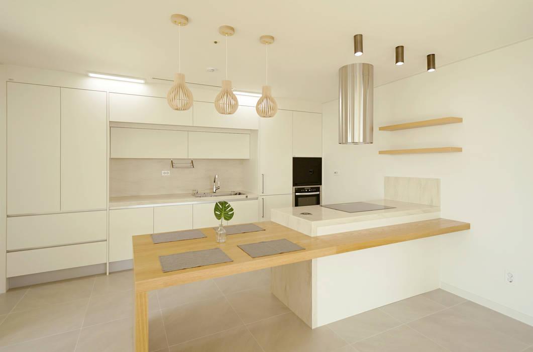 Kitchen by 디자인 아버