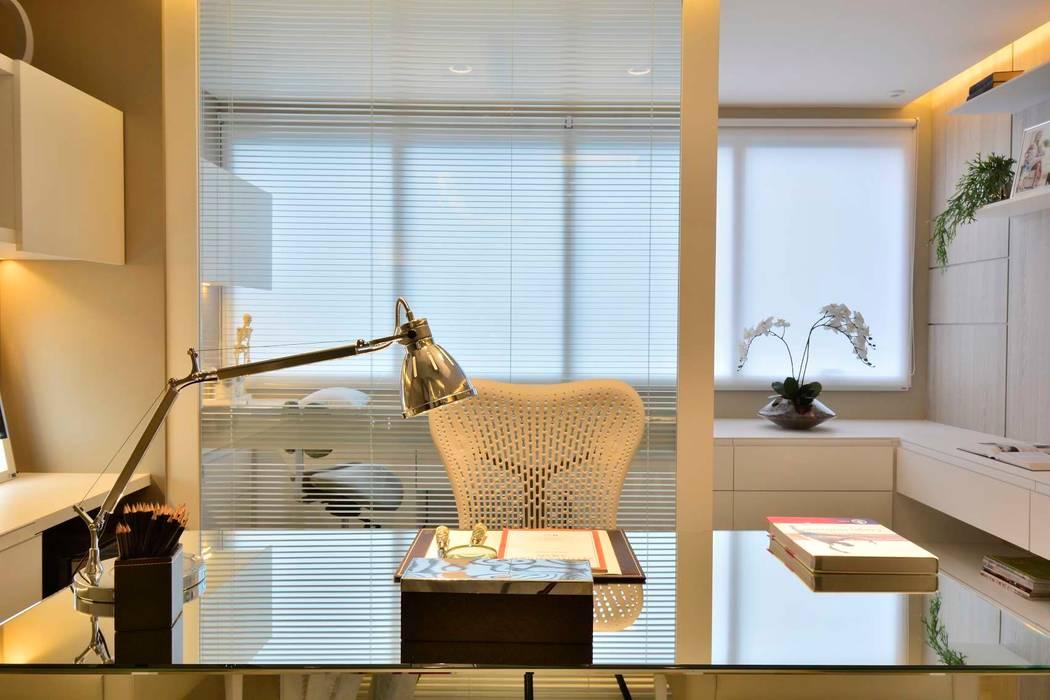Mesa de Atendimento: Clínicas  por BG arquitetura | Projetos Comerciais