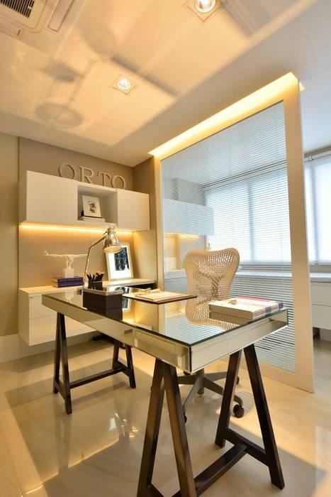 Sala de Atendimento: Clínicas  por BG arquitetura | Projetos Comerciais