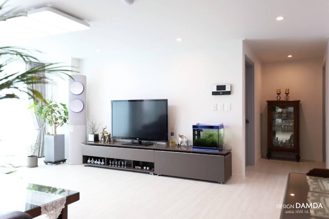 구미동 무지개 청구아파트: 디자인담다의  거실