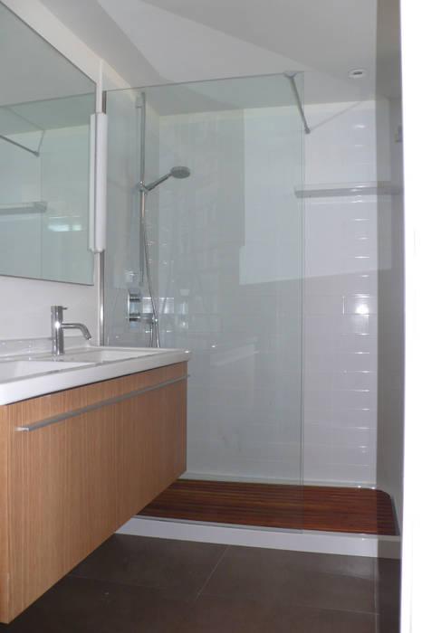 Pilar Pardal March Minimalist style bathroom Ceramic White