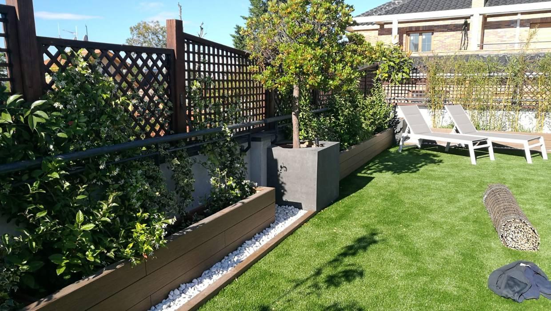 Rehabilitación de terraza en una casa de Madrid: Jardines de estilo  de La Patioteca