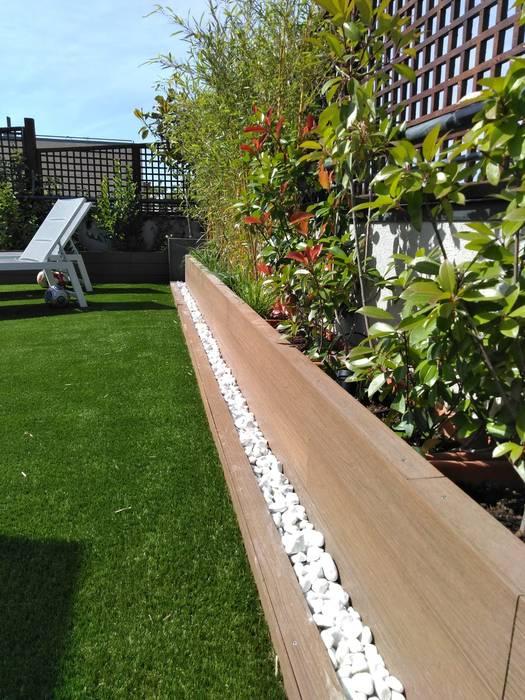 Rehabilitación de terraza en una casa de Madrid: Jardines de estilo  de La Patioteca,