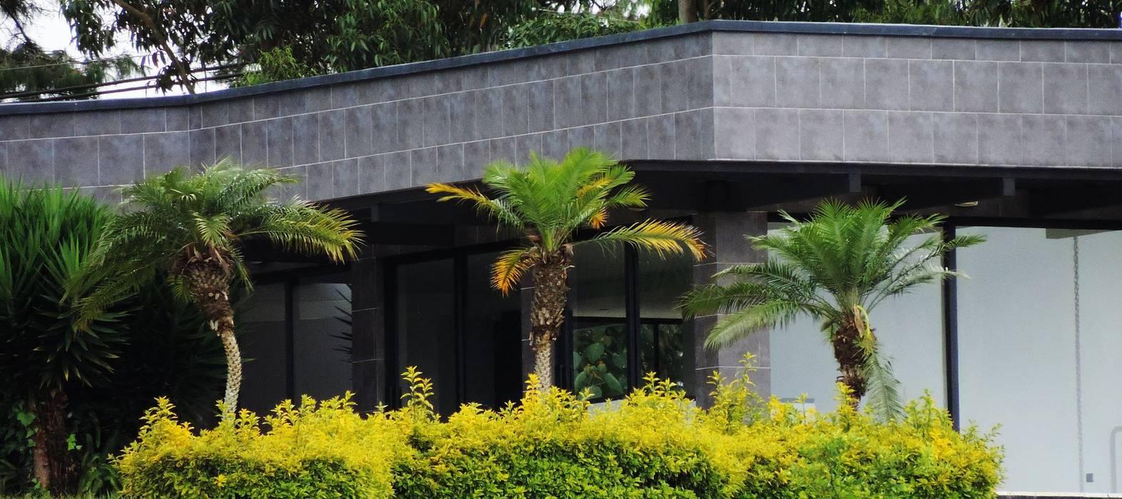 CASA PILOTO. Vivienda unifamiliar campestre.: Casas campestres de estilo  por Andrés Hincapíe Arquitectos  A H A