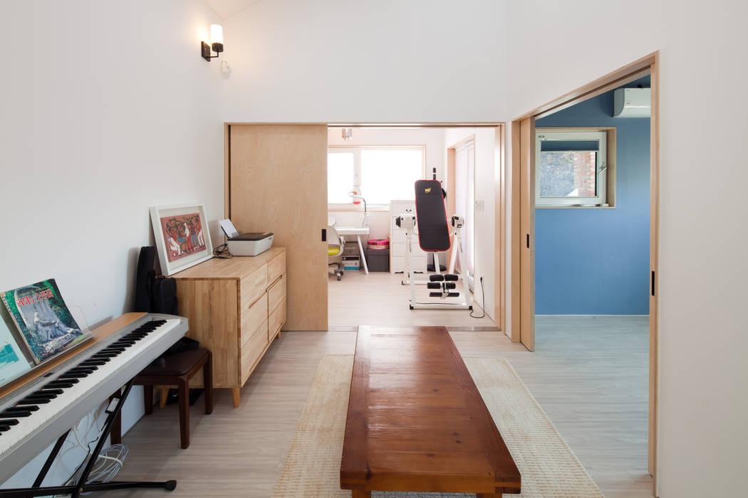 2층 가족실: 위드하임의  실내 문