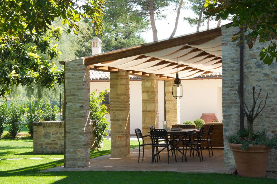 Casale T: Giardino in stile  di GIAN MARCO CANNAVICCI ARCHITETTO, Rustico