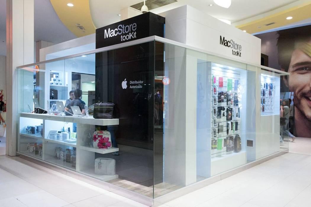 Local en Isla dentro de un shopping: Shoppings y centros comerciales de estilo  por Faerman Stands y Asoc S.R.L. - Arquitectos - Rosario
