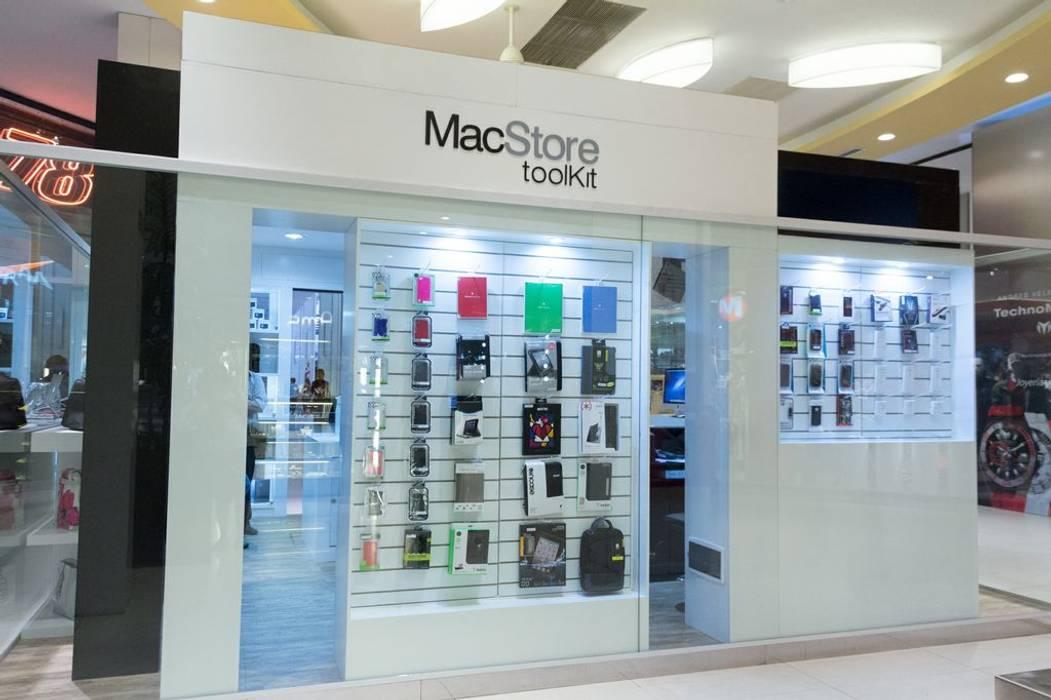 Vista lateral con exhibidores de productos con sistemas de simple acceso.: Shoppings y centros comerciales de estilo  por Faerman Stands y Asoc S.R.L. - Arquitectos - Rosario