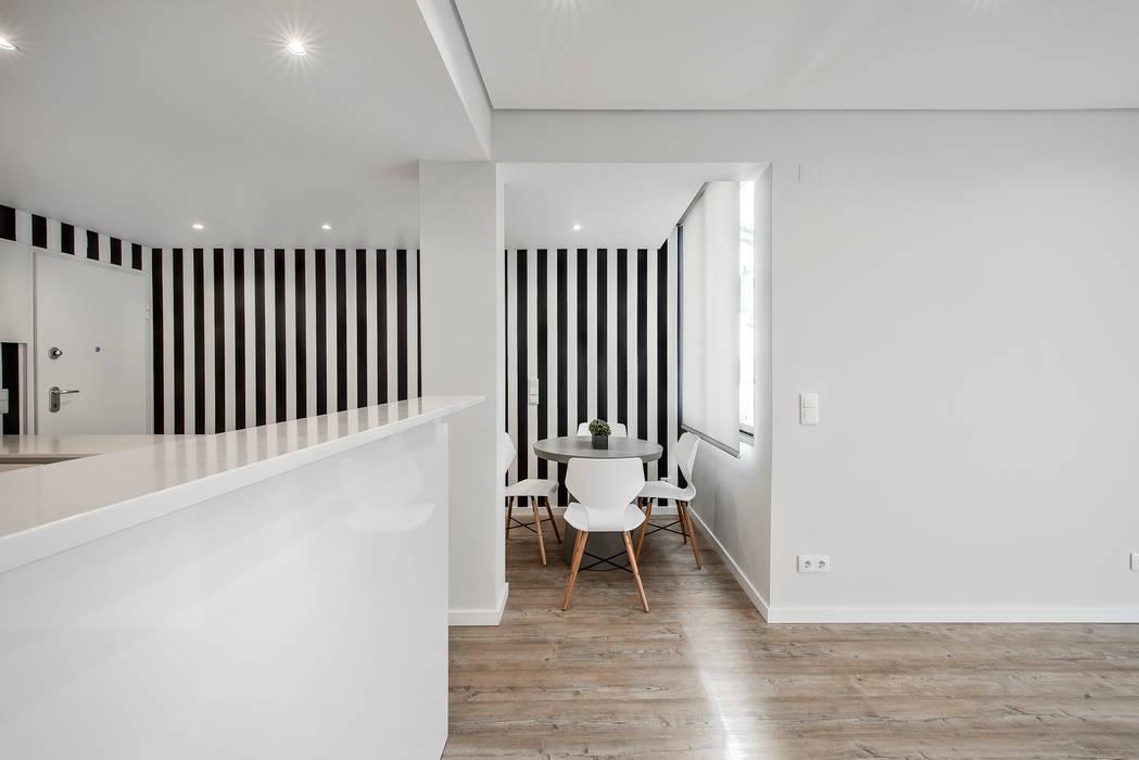 Sala de Jantar: Salas de jantar  por ARQ1to1 - Arquitectura, Interiores e Decoração