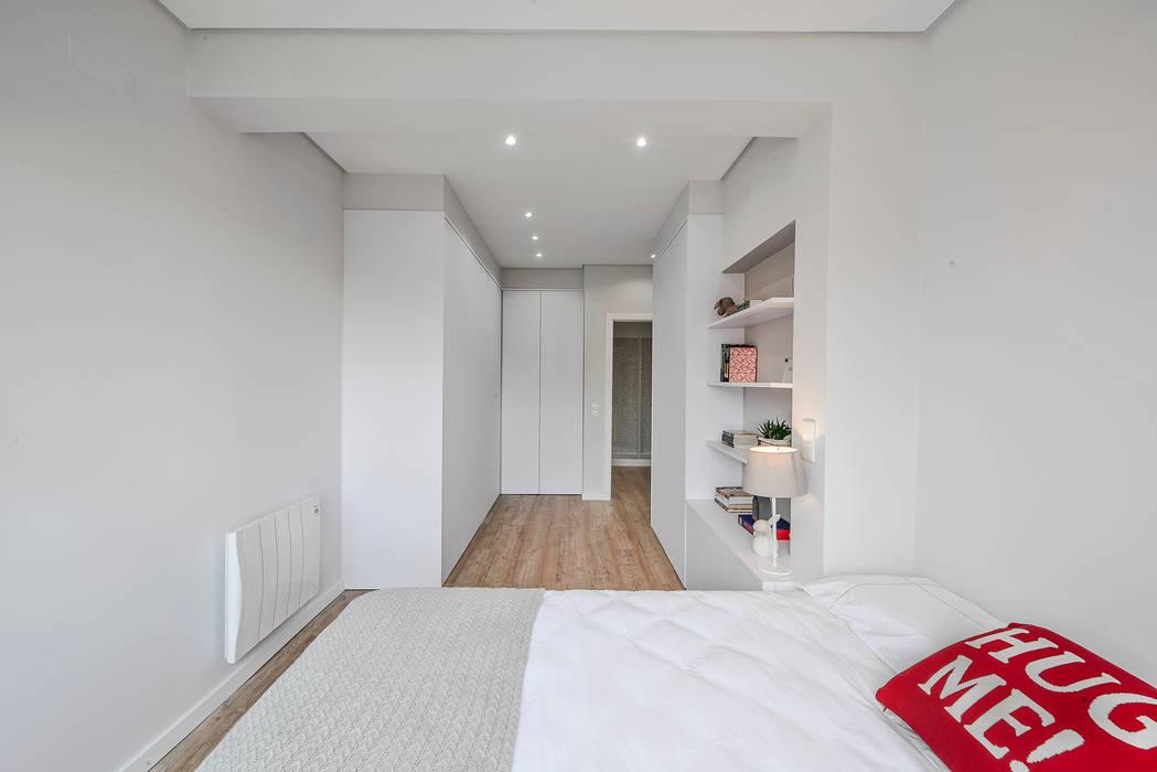 Suite: Quarto  por ARQ1to1 - Arquitectura, Interiores e Decoração