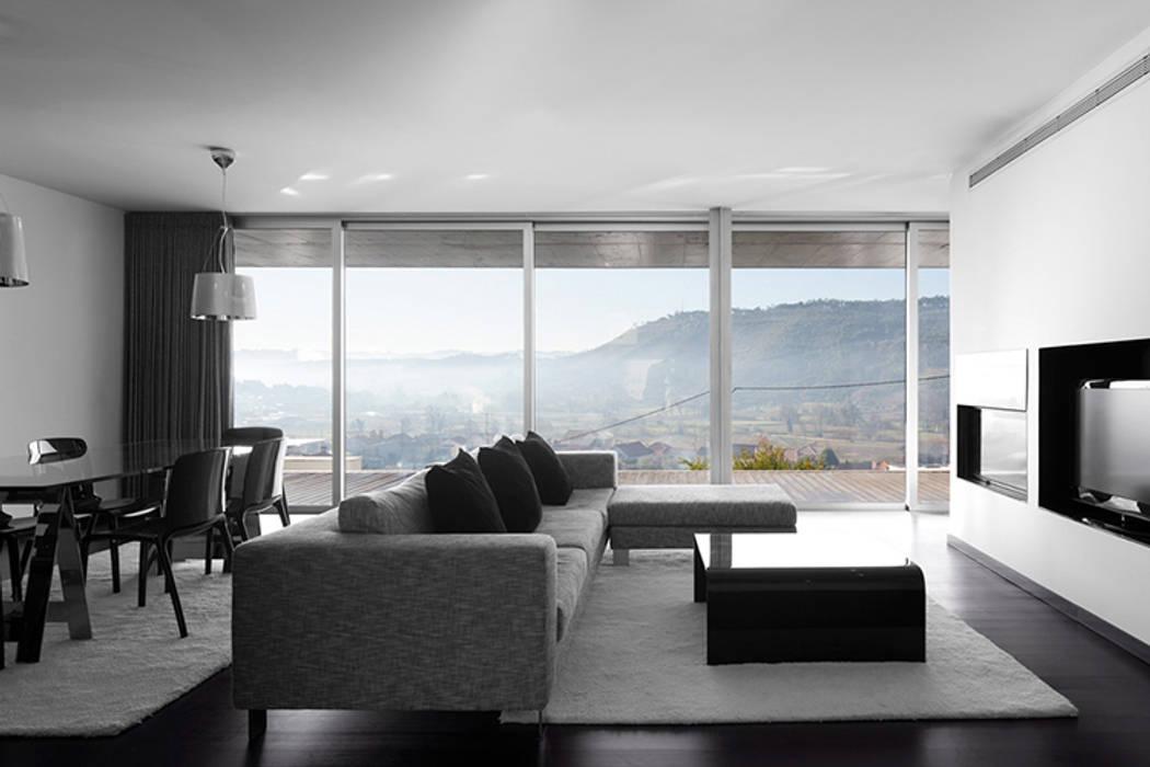 Projecto Xieira I: Salas de estar  por A2+ ARQUITECTOS