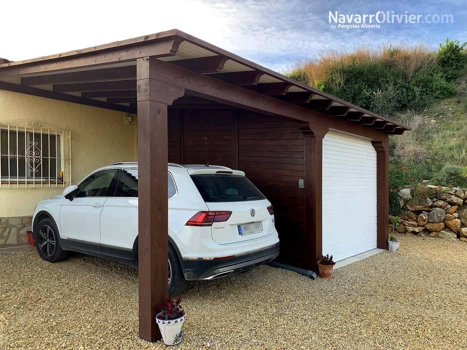 Pérgola para aparcamiento doble con garaje : Garajes dobles de estilo  de NavarrOlivier