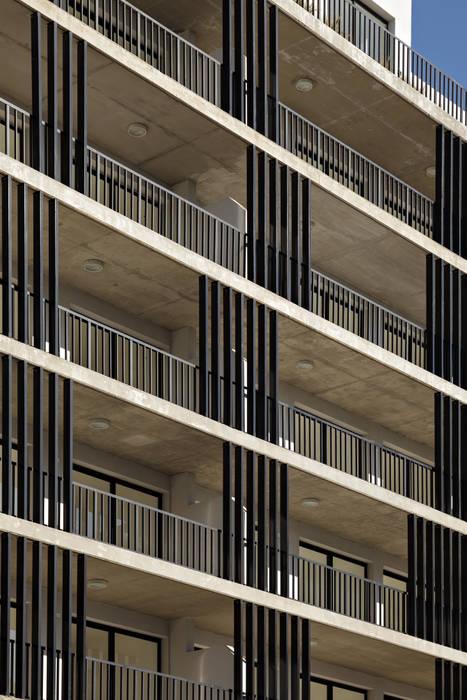 โดย SMF Arquitectos / Juan Martín Flores, Enrique Speroni, Gabriel Martinez โมเดิร์น