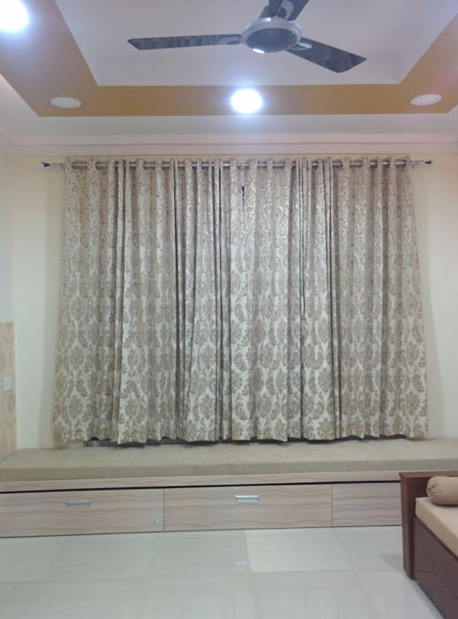 Dr. Anju's residence:  Bedroom by Design Kreations