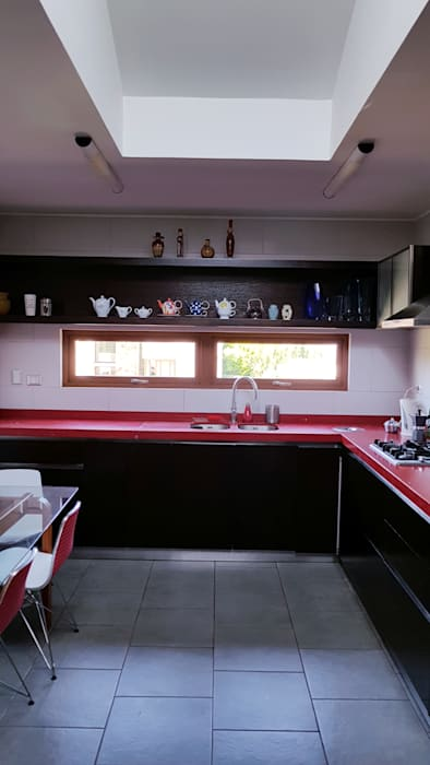 cocina roja de SIMPLEMENTE AMBIENTE mobiliarios hogar y oficinas santiago Moderno