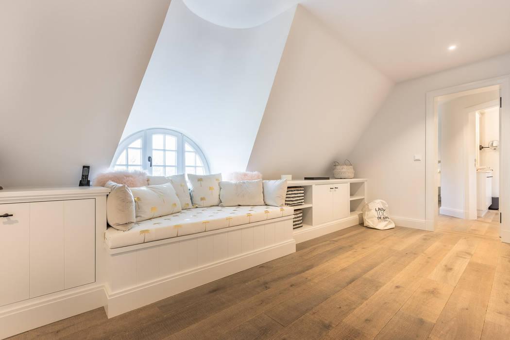 Pasillos, vestíbulos y escaleras rurales de Home Staging Sylt GmbH Rural