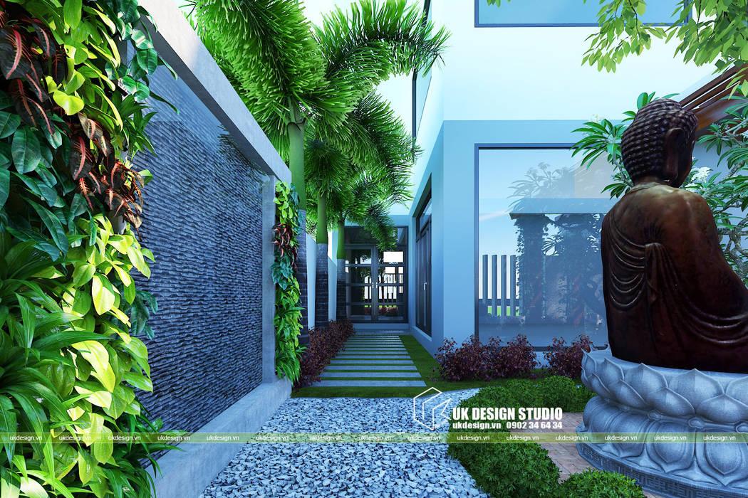 Front yard by UK DESIGN STUDIO - KIẾN TRÚC UK