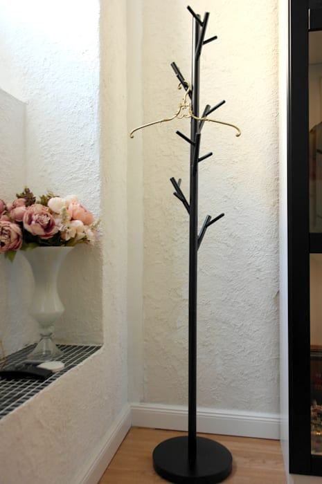 Garderobenständer in design studio moderne geschäftsräume ...
