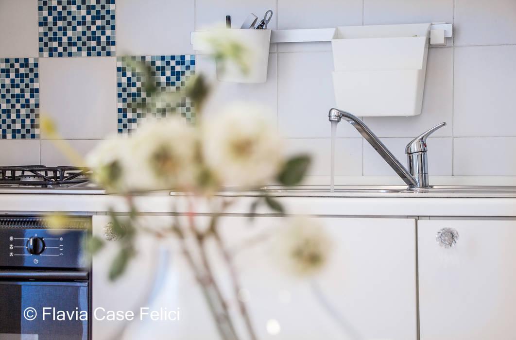 A DUE PASSI DA SAN PIETRO Cucina moderna di Flavia Case Felici Moderno